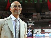 Frank Vitucci, l'allenatore della Cimberio Varese grande protagonista di questo avvio di campionato (fonte immagine: laprovinciadivarese.it)