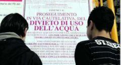 Un cartellone affisso a Viterbo sul divieto di utilizzo dell'acqua potabile