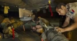 Militari francesi attorno ad un aereo da combattimento (Fonte immagine: Andrea Velluto/flickr.com)
