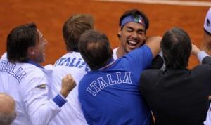 L'esultanza della squadra azzurra al termine del match vinto da Fognini contro Dogic (fonte immagine: ogginotizie.it)