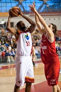 Lawal, il migliore di Roma ieri sera contro Milano (fonte immagine: dailybasket.it)