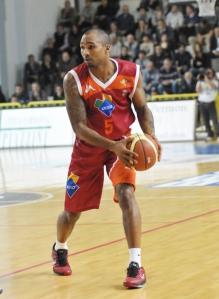 Phil Goss, 13 punti e 4 assist ieri a Caserta (fonte immagine: dailybasket.it)