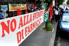 La manifestazione davanti all'assessorato (fonte immagine: omniroma.it)