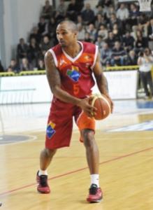 Phil Goss, 15 punti, 4 assist nel match contro Cremona (fonte immagine: dailybasket.it)