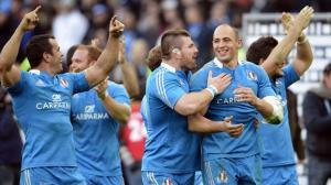 L'Italia esulta a fine partita per la storica vittoria sull'Irlanda (fonte immagine: vavel.com)