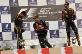 21.04.2013- Race, (L-D) 2nd position Kimi Raikkonen (FIN) Lotus F1 Team E21, Sebastian Vettel (GER) Red Bull Racing RB9 race winner and 3rd position Romain Grosjean (FRA) Lotus F1 Team E21 (fonte immagine: http://f1grandprix.motorionline.com)