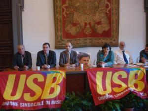 Nella foto alcuni dei rappresentanti delle liste per le elezioni di Roma e un'immagine di Alemanno, assente all'incontro (© Lilia Biscaglia)