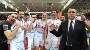 L'esultanza di giocatori e allenatore di Trento dopo la conquista dello scudetto (fonte immagine: senigallianotizie.it)