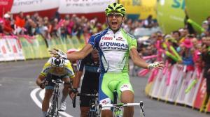 Moreno Moser esulta sul traguardo della Strade Bianche 2013 (fonte immagine: eurosport.fr)