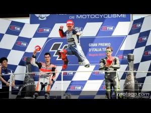 La gioia di Lorenzo sul podio del Mugello (fonte immagine: motogp.com)