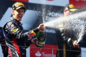 Sebastian Vettel esulta dopo il successo in Germania: per il tedesco 4 vittorie fino ad ora nel 2013 (fonte immagine: redbull.com)