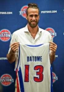 Gigi Datome con la sua nuova maglia dei Detroit Pistons (fonte immagine: leggo.it)