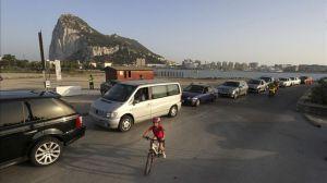 Colas-horas-acceder-Gibraltar-festivo_EDIIMA20130826_0462_4