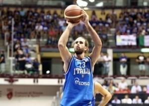 Gigi Datome con la maglia dell'Italia (fonte immagine: nbaitalianews.it)