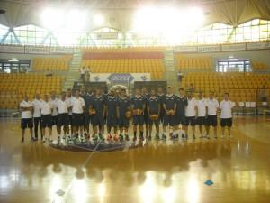 Squadra e staff il primo giorno di allenamento (fonte immagine: all-around.net)