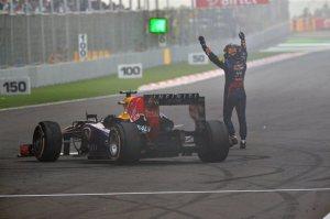 L'esultanza di Vettel a fine gara