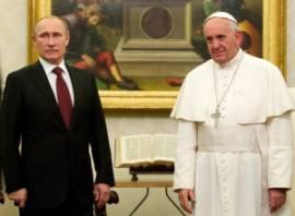 Vladimir Putin e Papa Francesco (fonte immagine: ANSA/CLAUDIO PERI/POOL)