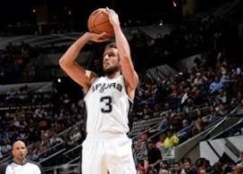 Marco Belinelli in azione con i San Antonio Spurs (fonte immagine: sportmediaset.mediaset.it)