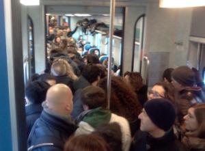treno-affollato