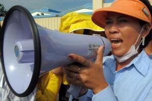 27723667_cambogia-proteste-degli-operai-tessili-ecco-come-la-moda-connessa-alla-scelta-etica-1
