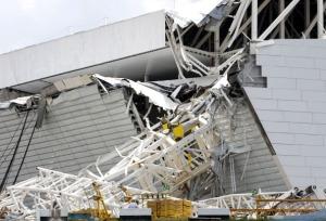 Il crollo allo stadio di San Paolo (Photo credit should read Miguel Schincariol/AFP/Getty Images)