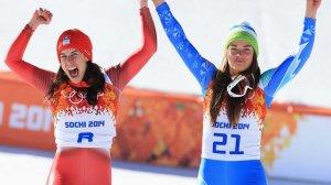 Dominique Gisin e Tina Maze esultano per l'oro
