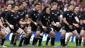 Gli All Blacks durante l'haka