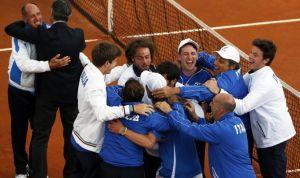 L'esultanza del team azzurro per la conquista della semifinale, 16 anni dopo (fonte immagine: tuttosport.com)
