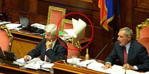 Il capogruppo della Lega Nord Gian Marco Centinaio (non presente nella foto) lancia il regolamento verso il presidente Pietro Grasso