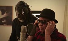La star del reggae ivoriano Tiken Jah Fakoly e il musicista maliano Salif Keita in studio per il progetto 'Africa Stop Ebola'.