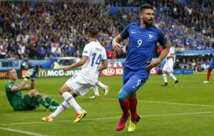Olivier Giroud esulta per la sua rete all'Islanda nei quarti di finale di Euro 2016 (fonte immagine: thehindu.com)