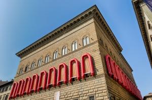 - Reframe (Nuova cornice) 2016 PVC, policarbonato, gomma cm 650 x 325 x 75 ciascuno Courtesy of Ai Weiwei Studio Fonte immagine: palazzostrozzi.org